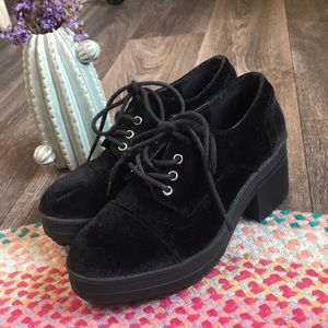 UO Crushed Velvet Chunky Oxford Booties Size 7